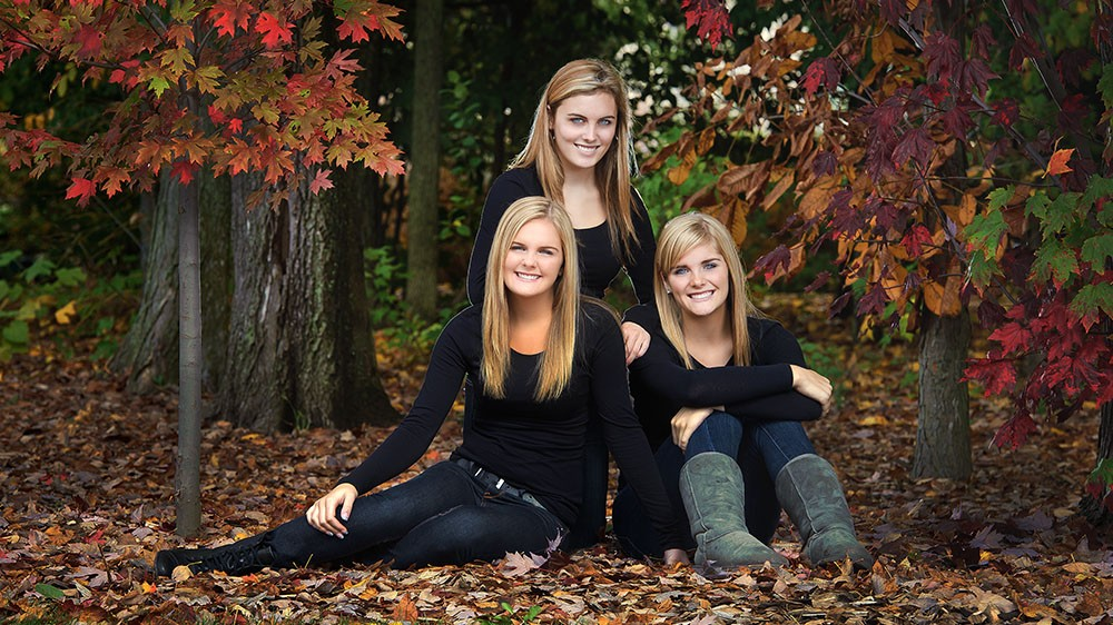 autumn_family_sisters_northcanton_leaves