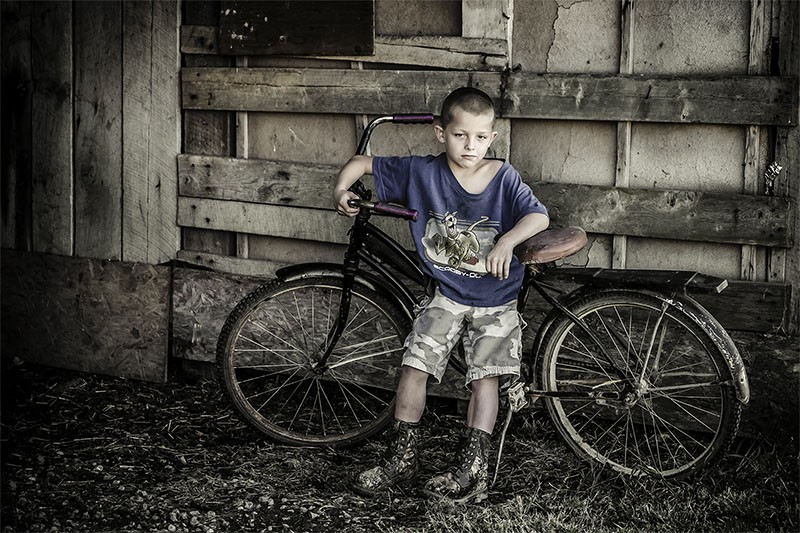 boy_old_bike_ohio_farm