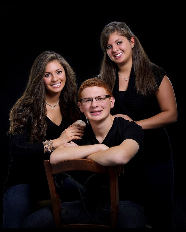 family_portrait_brother_sisters_lowkey