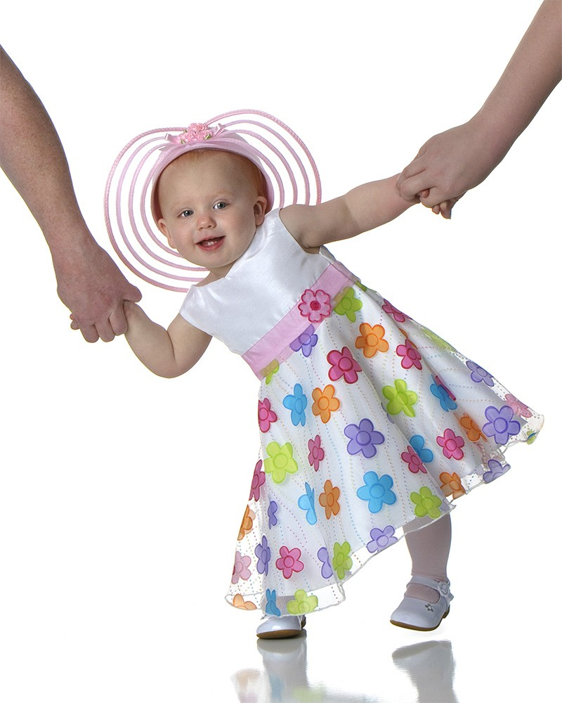 polka_dot_dress_holding_hands_girl